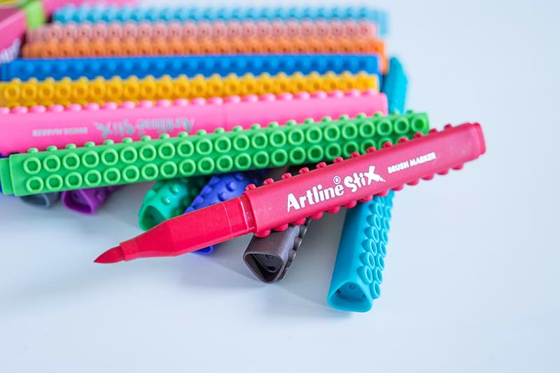 Artline Stix – Ungewöhnliche Brush Pens mit Lego-Optik