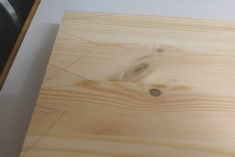 Holzschild Kanten Vorzeichnung