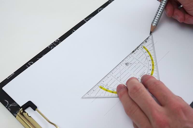 Bleistift und Geodreieck