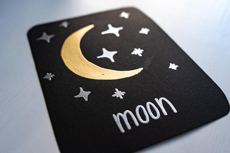 Embossing Mond und Sterne