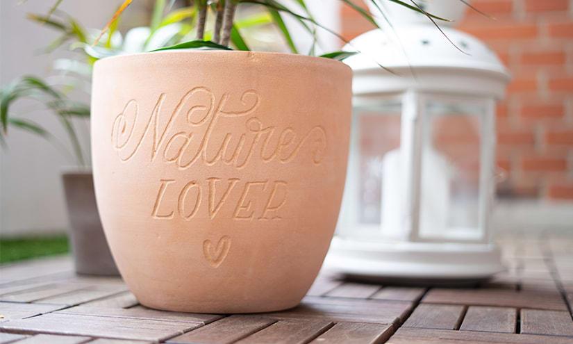 Handlettering auf Terracotta Blumentopf