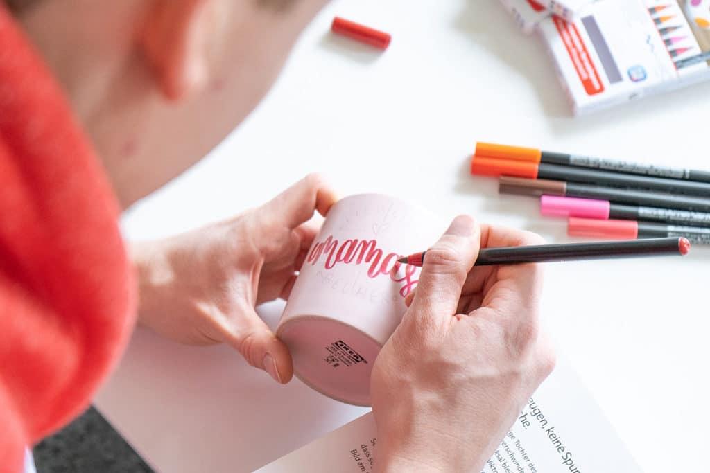 Lettering auf Tasse