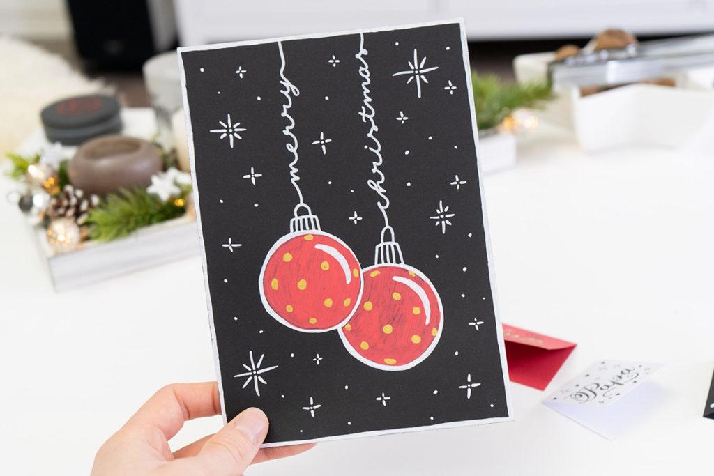 Merry Christmas als Christbaumkugeln