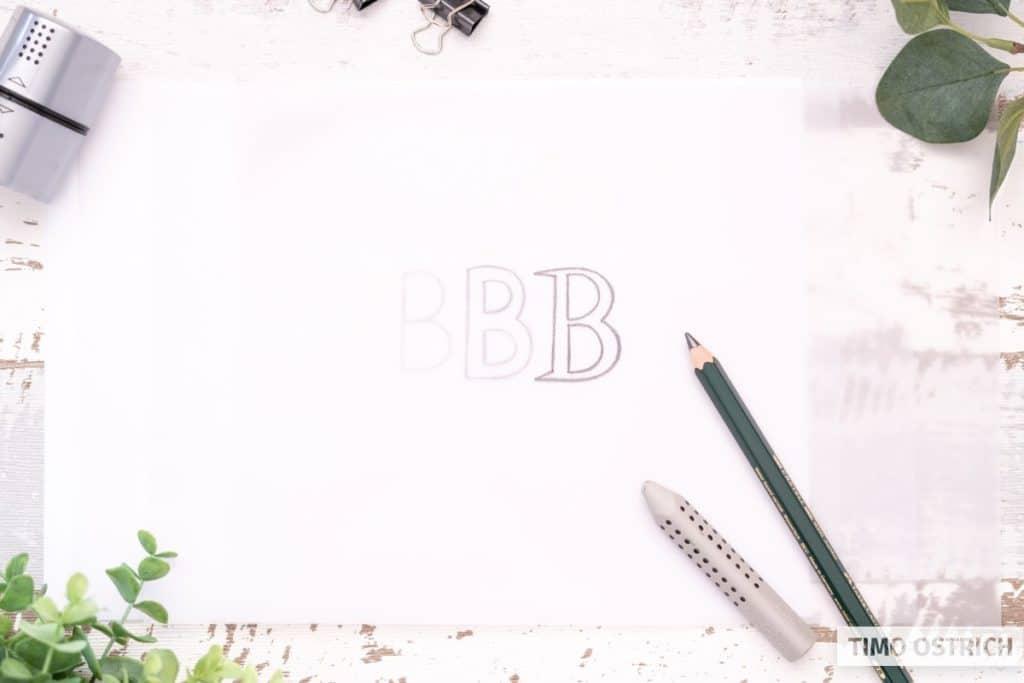 Transparentpapier hilft beim Zeichnen von Buchstaben